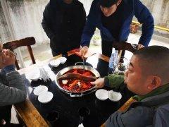 欢迎来自北京的采购者们到厂考察火锅威廉希尔!