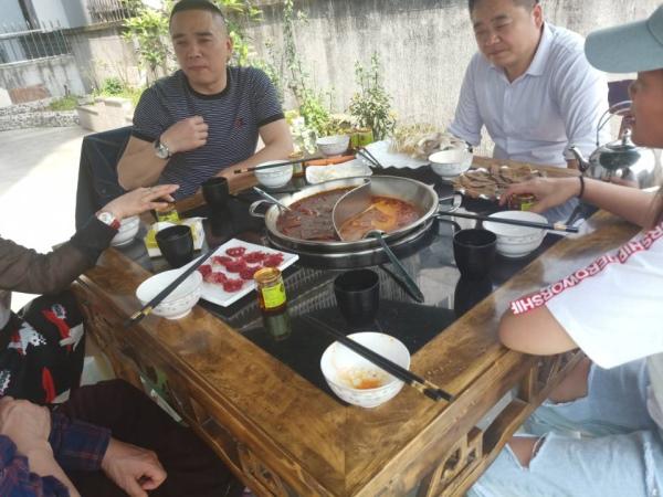 欢迎深圳刘总到厂考察火锅威廉希尔!