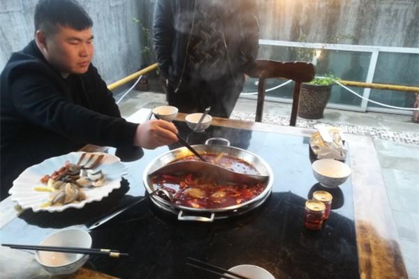 攀枝花盐边覃总考察火锅威廉希尔!